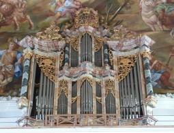1280px-Wolfegg_Pfarrkirche_Orgel